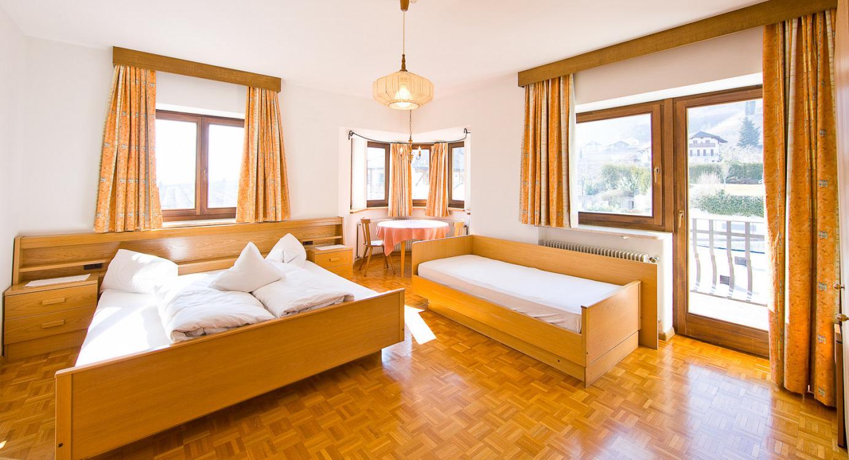 Camera a tre letti lago di caldaro alto adige - Camera con tre letti ...